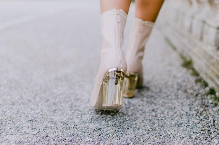 nude boots absatz details