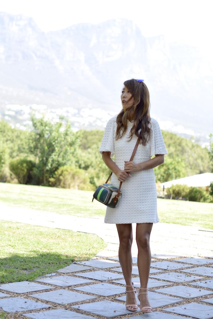 weißes kleid mit muster