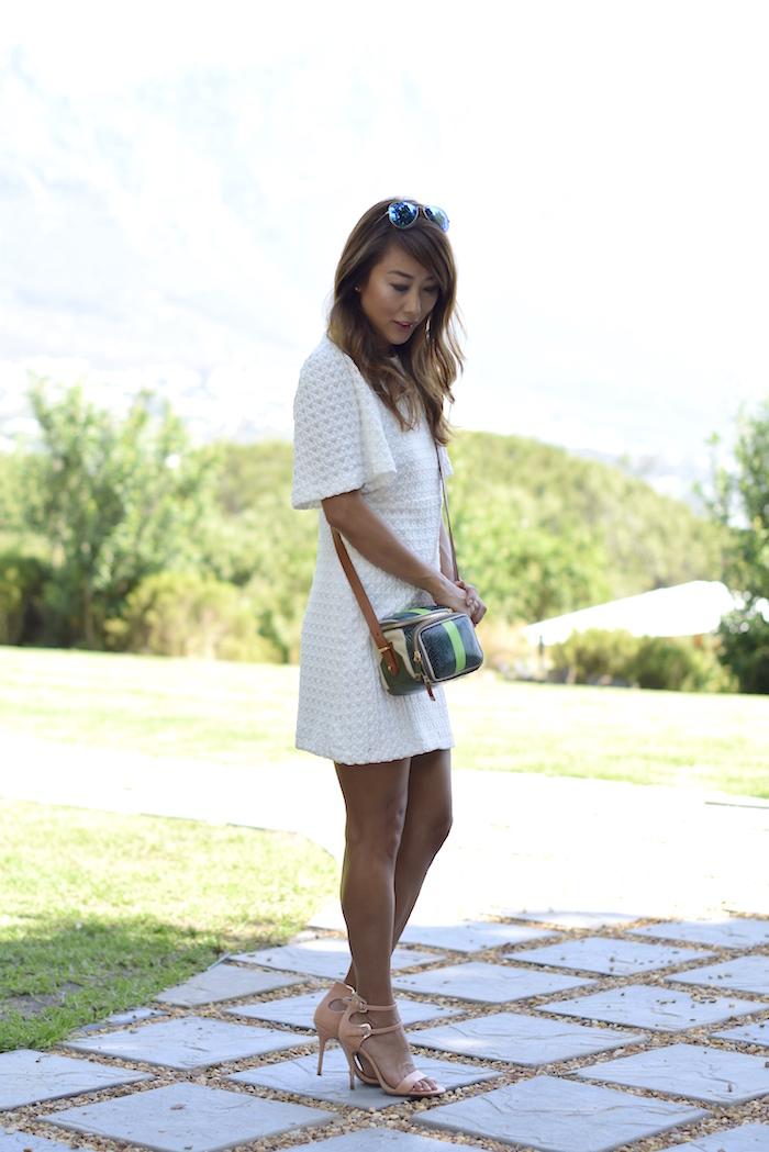 weißes kleid pastel heels