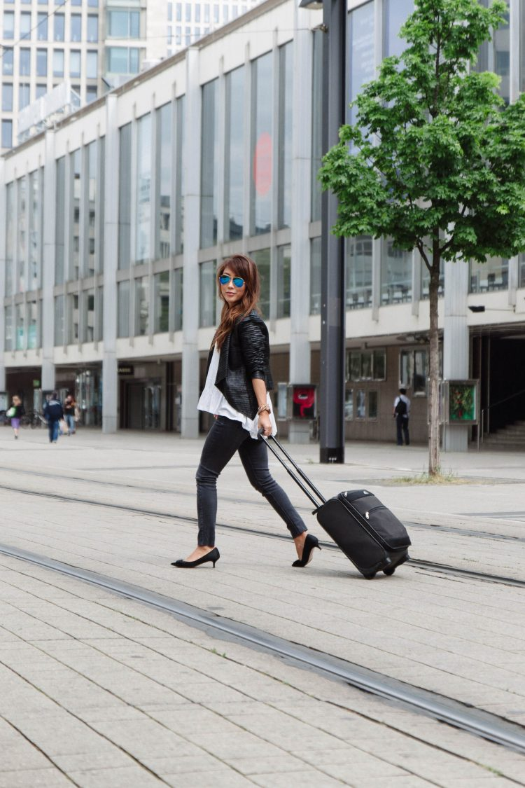 theclassycloud-travel-outfit-airport-look (1 von 12)