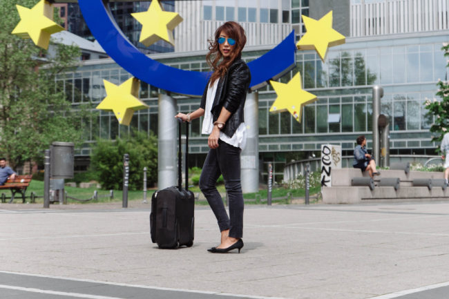 theclassycloud-travel-outfit-airport-look-2-von-3