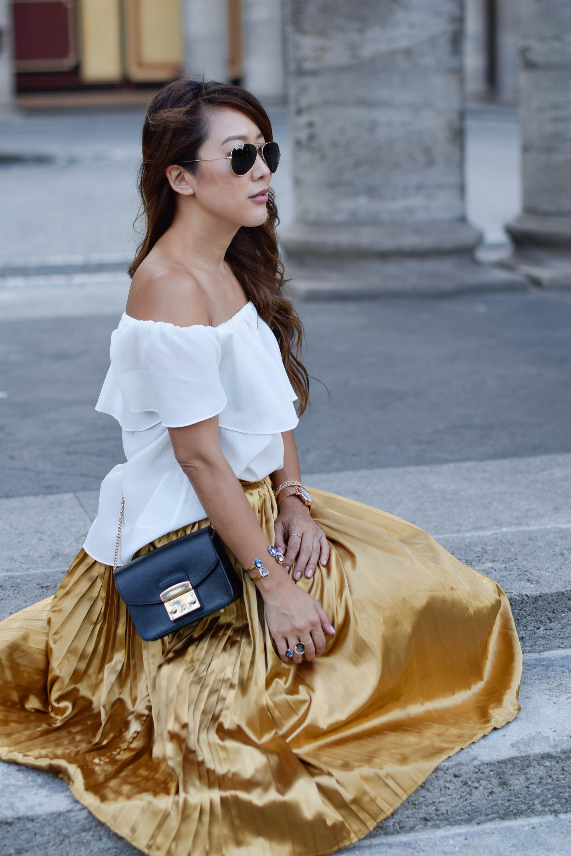 theclassycloud-gold-pleated-skirt-offshoulder (10 von 18)
