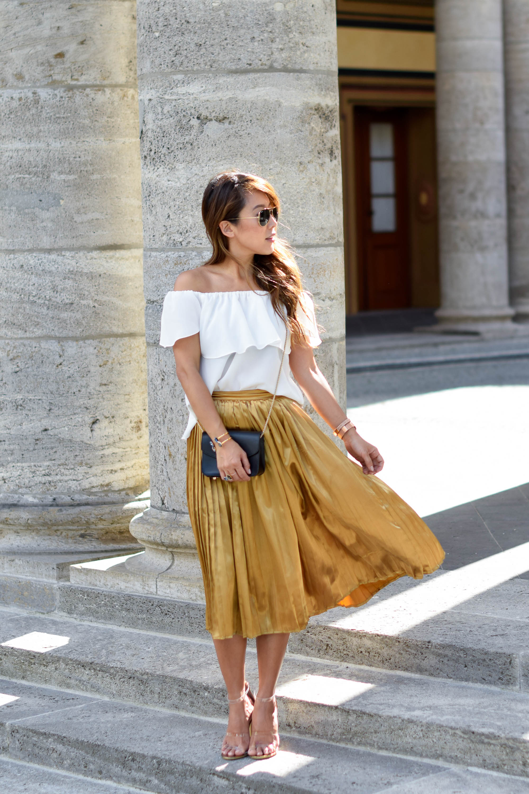 theclassycloud-gold-pleated-skirt-offshoulder (17 von 18)