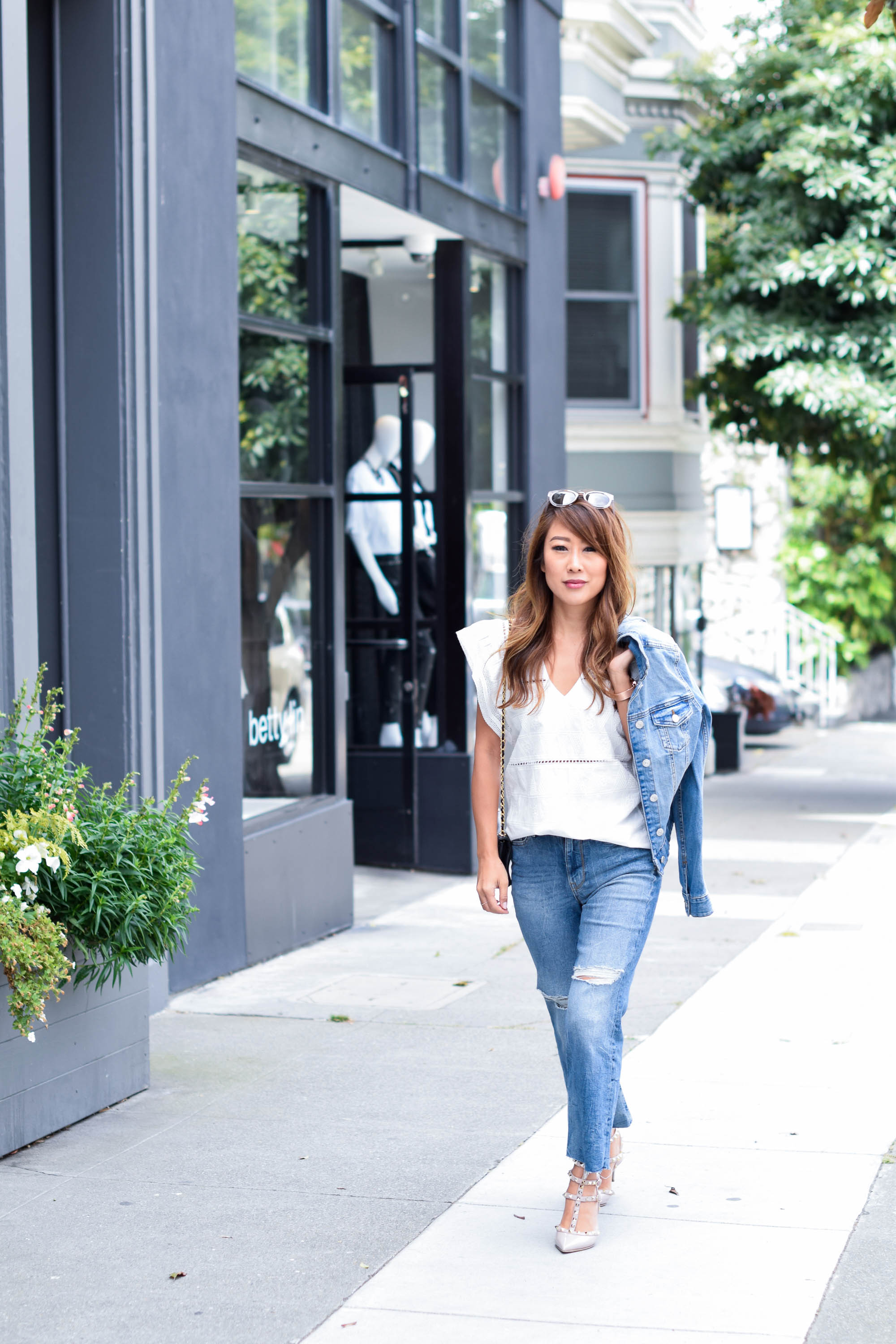 theclassycloud-white-blouse-flared-jeans-sanfrancisco (9 von 10)