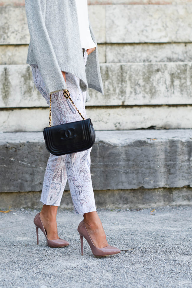 theclassycloud-paisley-pants-grey-boots-blush-heels-5-von-9