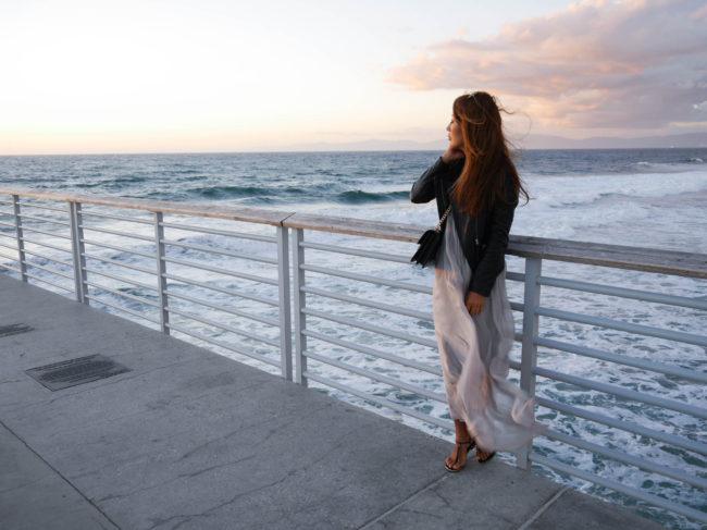 theclassycloud-losangeles-beach-blue-sweater-2-von-5