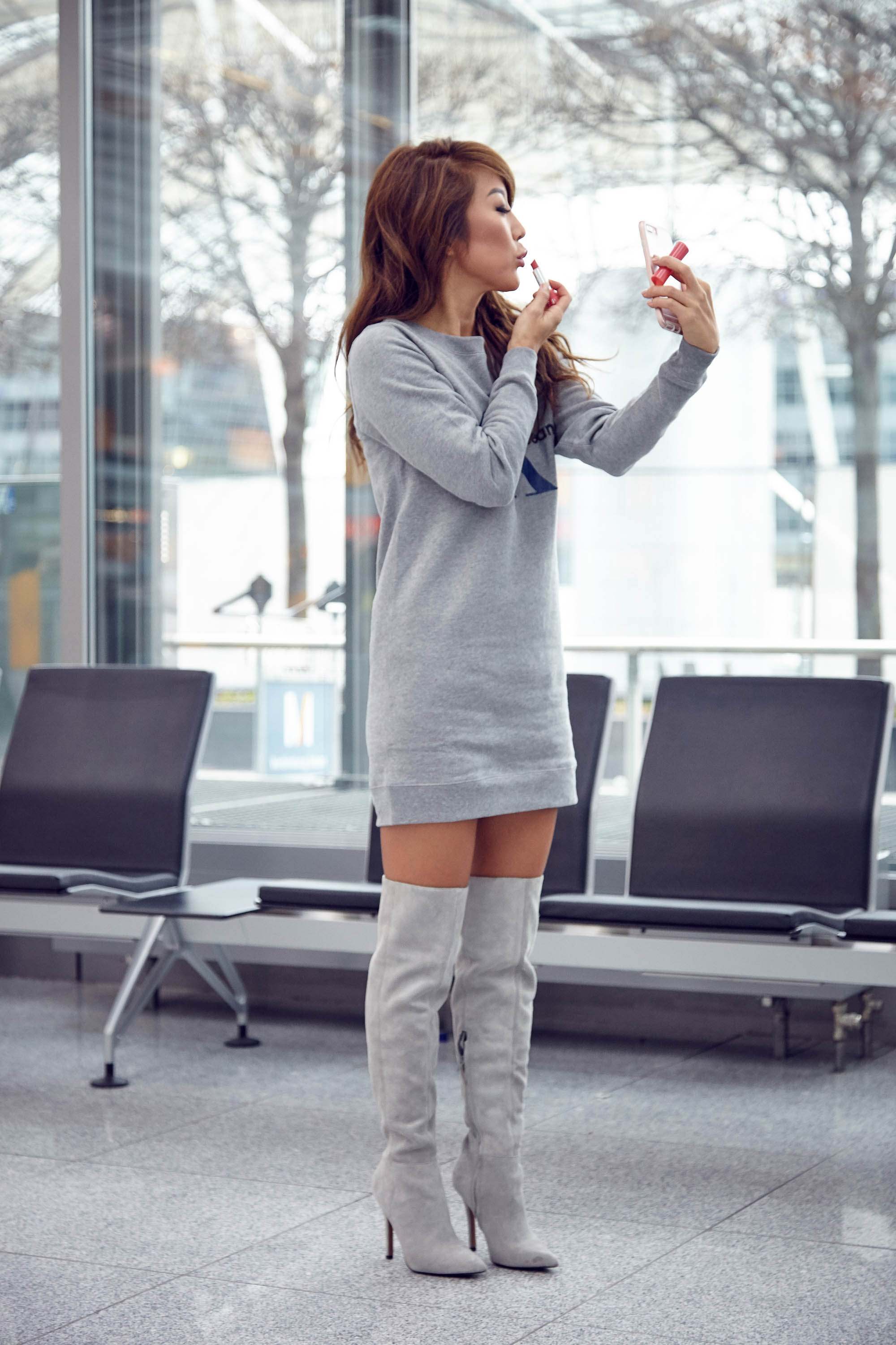 theclassycloud-aboutyoude-casual-outfit-calvin-klein-sweatshirt-dress-1-von-11