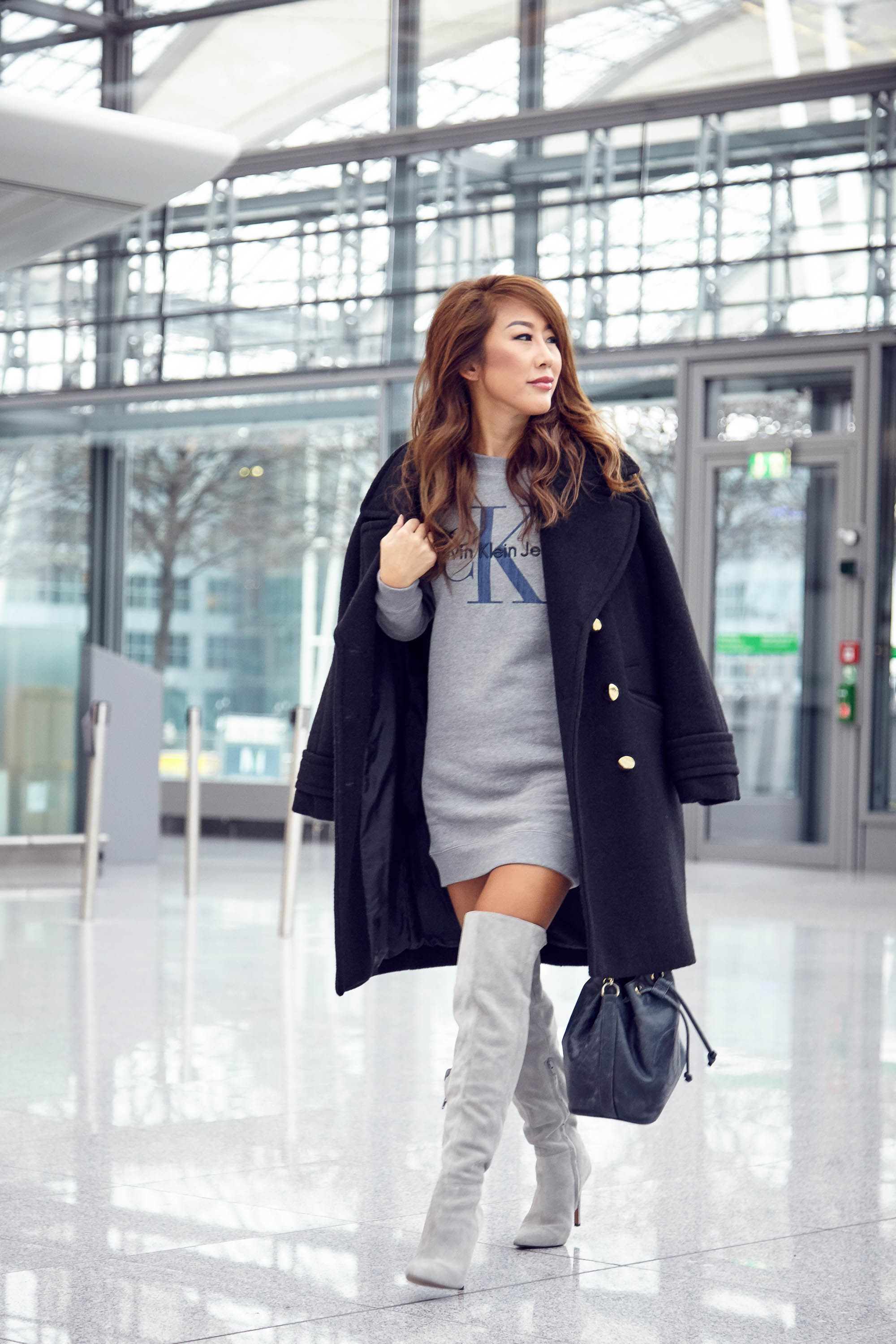 theclassycloud-aboutyoude-casual-outfit-calvin-klein-sweatshirt-dress-11-von-11