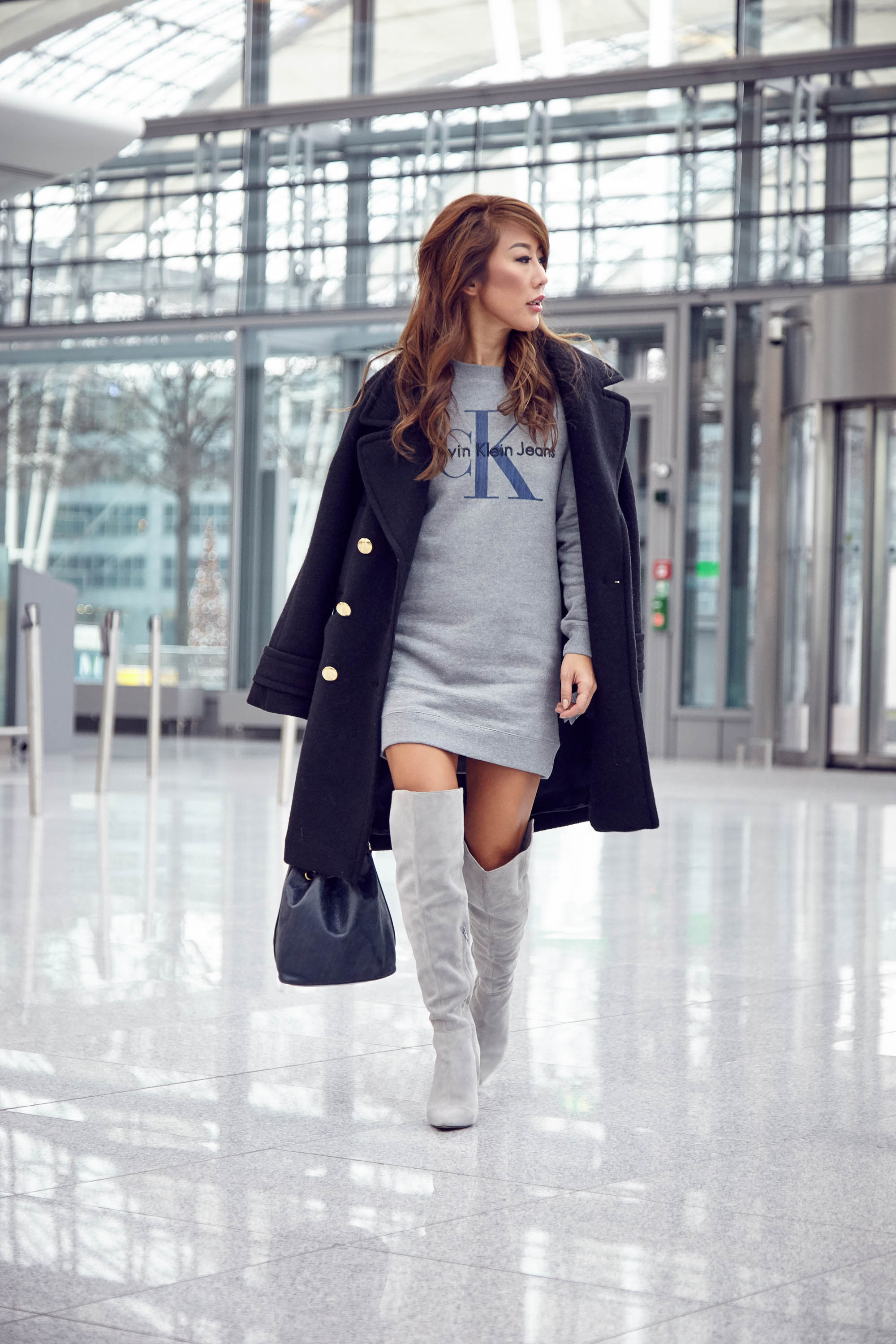theclassycloud-aboutyoude-casual-outfit-calvin-klein-sweatshirt-dress-3-von-9