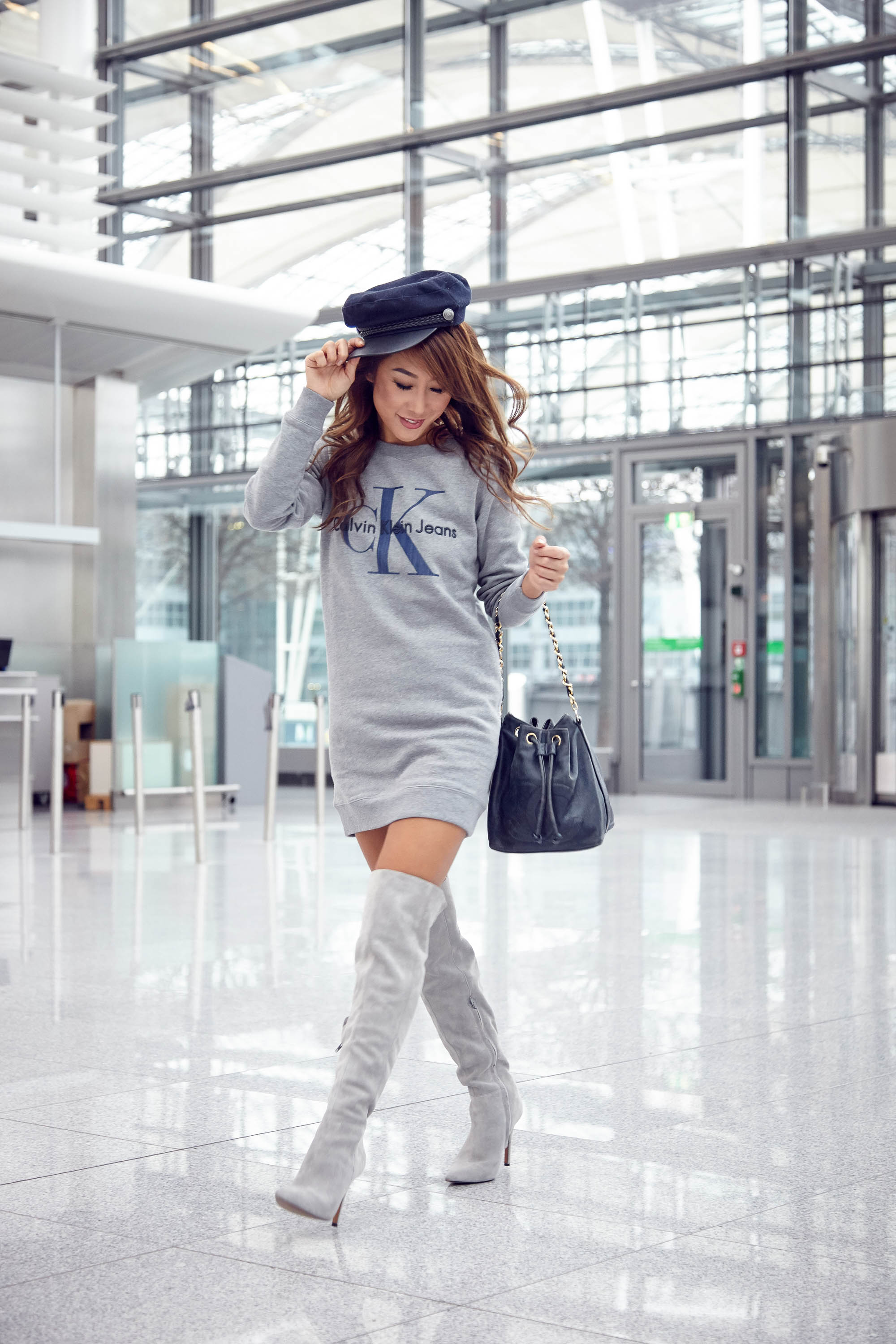 theclassycloud-aboutyoude-casual-outfit-calvin-klein-sweatshirt-dress-5-von-11