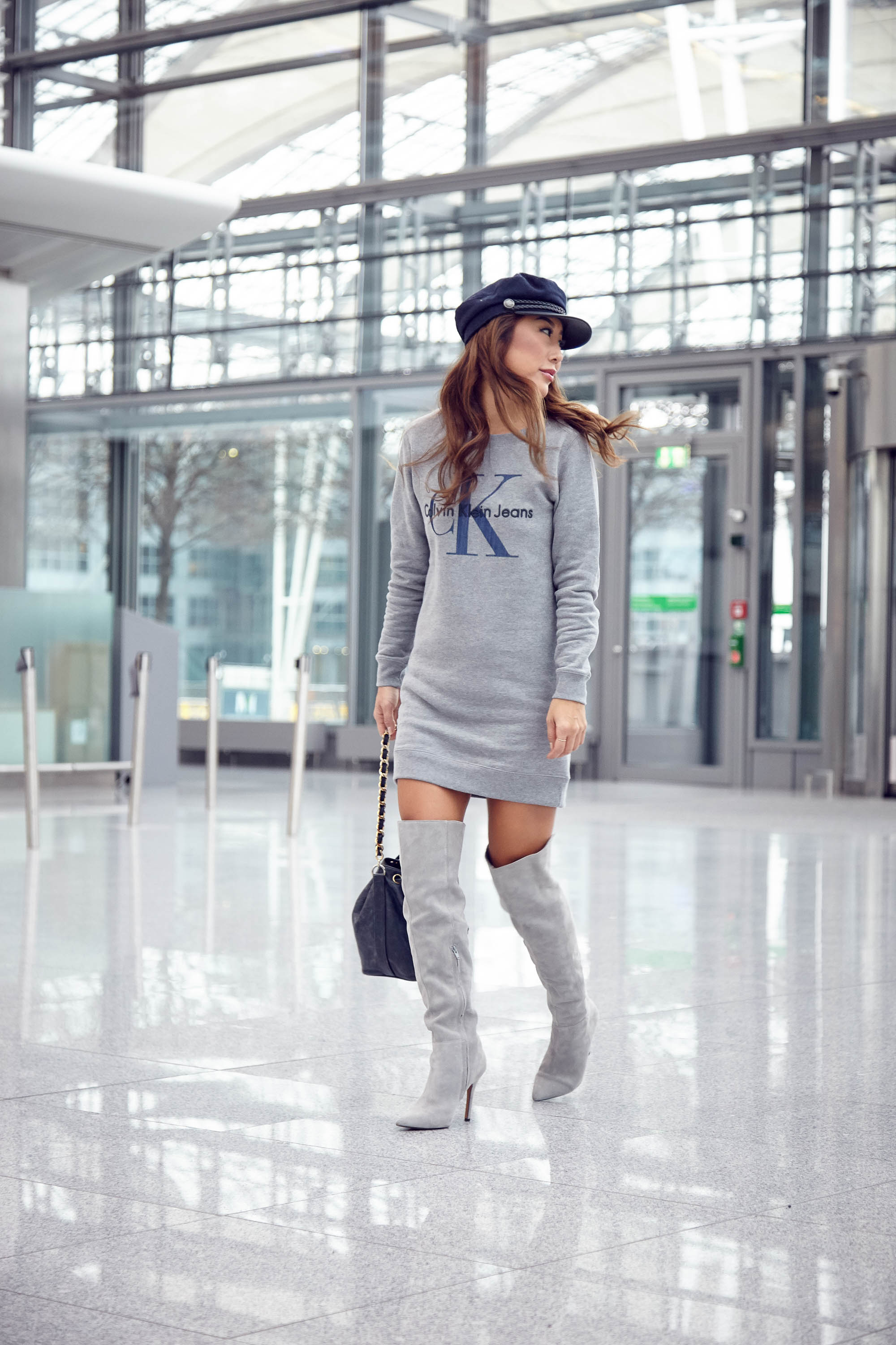 theclassycloud-aboutyoude-casual-outfit-calvin-klein-sweatshirt-dress-5-von-9