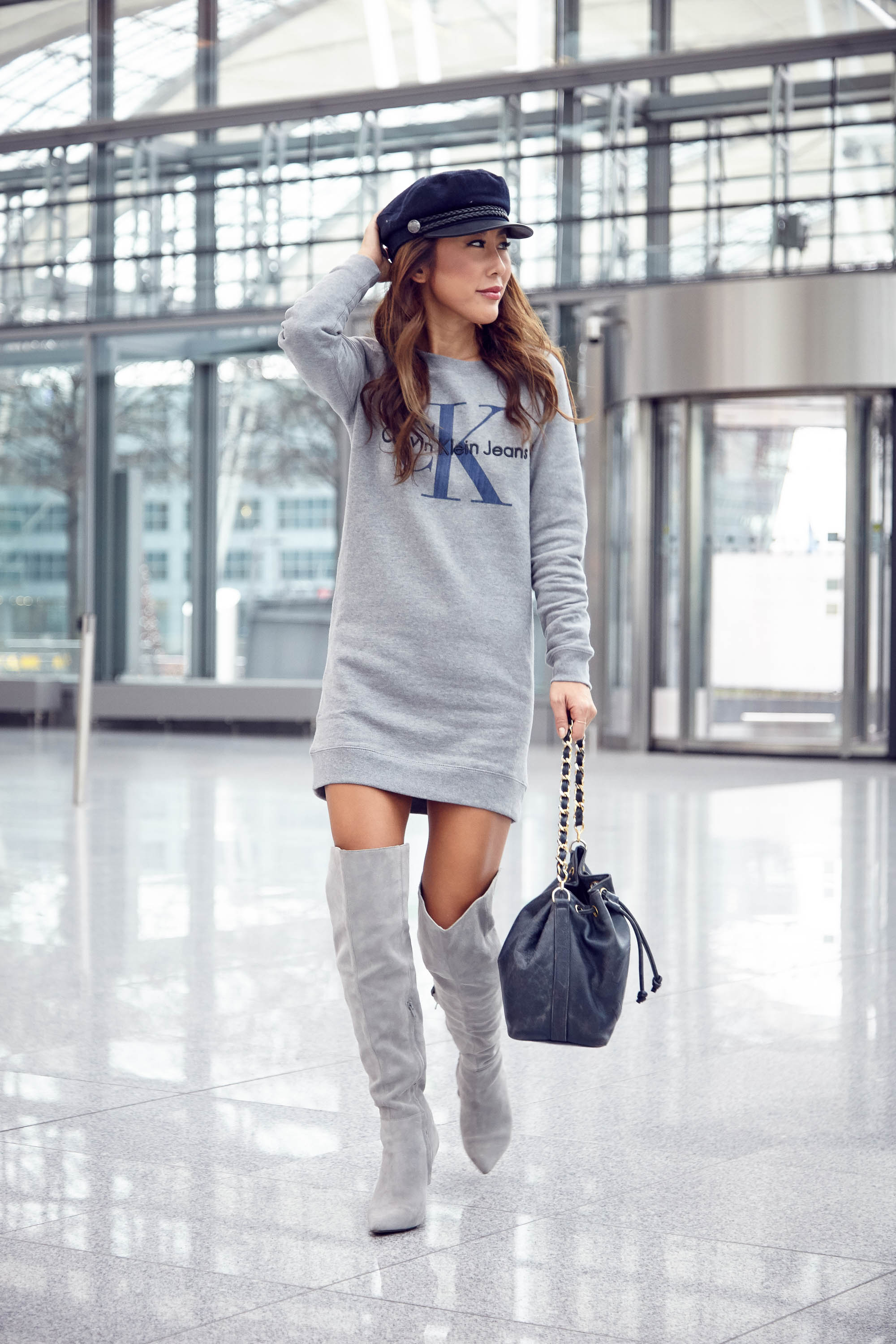 theclassycloud-aboutyoude-casual-outfit-calvin-klein-sweatshirt-dress-6-von-11