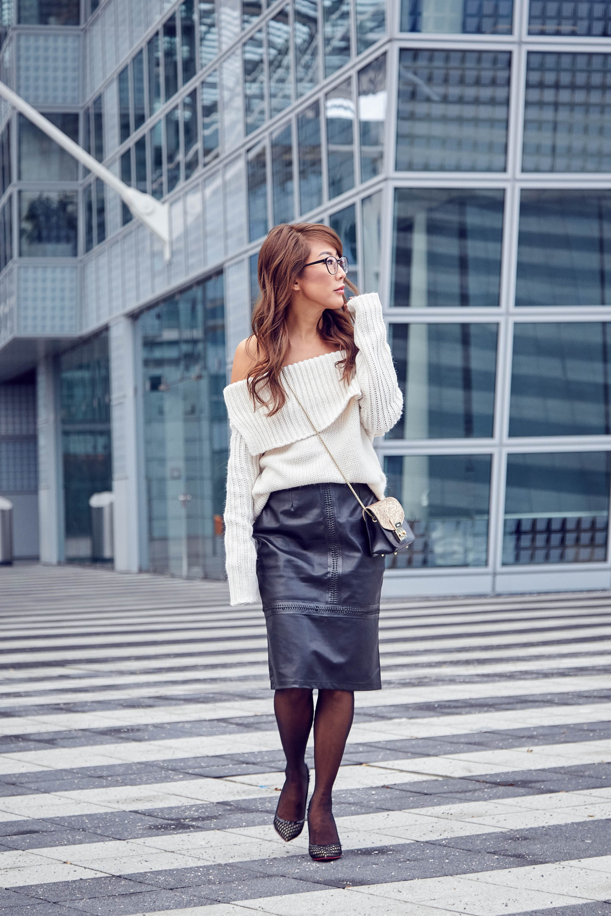theclassycloud-aboutyoude-casual-outfit-calvin-klein-sweatshirt-dress-6-von-9