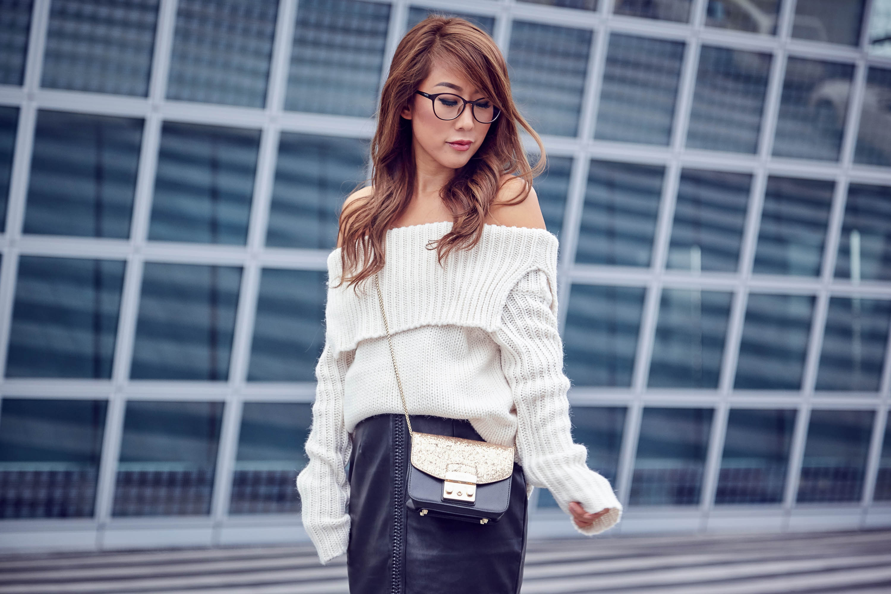 theclassycloud-aboutyoude-casual-outfit-calvin-klein-sweatshirt-dress-7-von-12