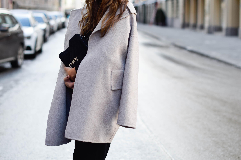 theclassycloud-beige-cashmere-coat-ysl-bag-louboutin (2 von 4)