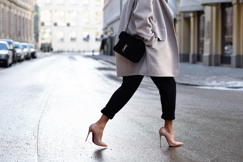 theclassycloud-beige-cashmere-coat-ysl-bag-louboutin-heels (2 von 4)