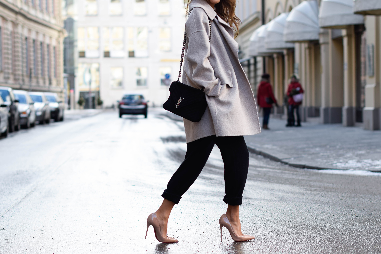 theclassycloud-beige-cashmere-coat-ysl-bag-louboutin-heels (3 von 4)