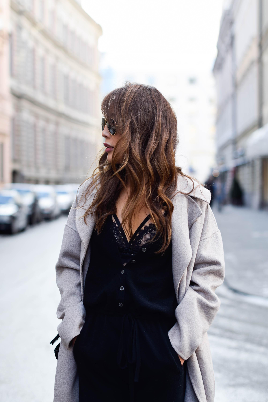 theclassycloud-beige-cashmere-coat-ysl-bag-louboutin-heels (3 von 8)