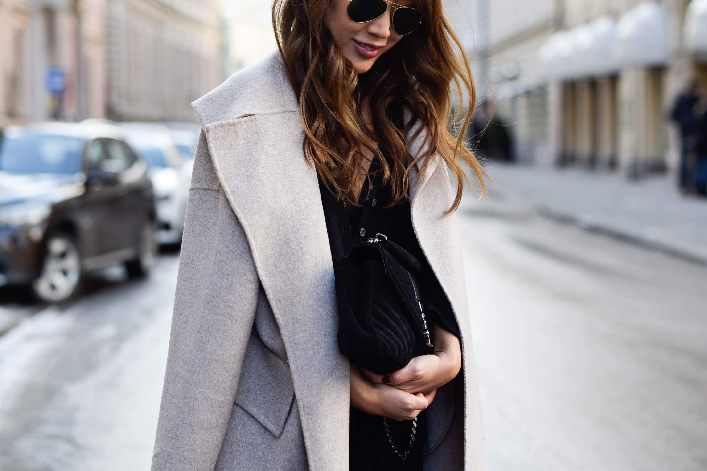 theclassycloud-beige-cashmere-coat-ysl-bag-louboutin-heels (4 von 4)-2