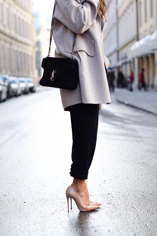 theclassycloud-beige-cashmere-coat-ysl-bag-louboutin-heels (7 von 8)